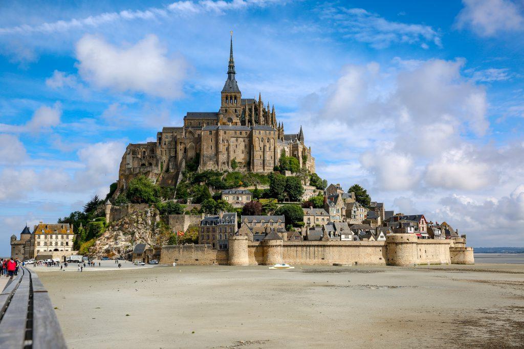 Mont Saint-Michel: Una Collina che diventa Isola