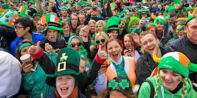 Birra per il St.Patrick's Day viene colorata di verde