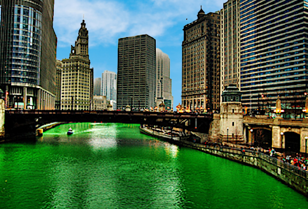 St.Patrick's Day il fiume di Chicago si tinge di verde
