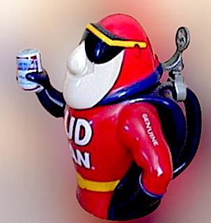 Bud man nella versione con in mano la lattina di birra