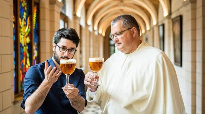 Il mastro birraio con il Padre Karel Stautemas