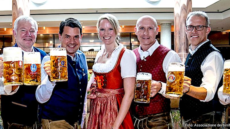 """Oktoberfest 2021: i 6 birrifici di Monaco in """"gara"""" con le loro birre."""